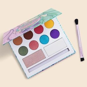 NWT Laura Sanchez eyeshadow palette